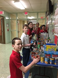 Students organize food donations