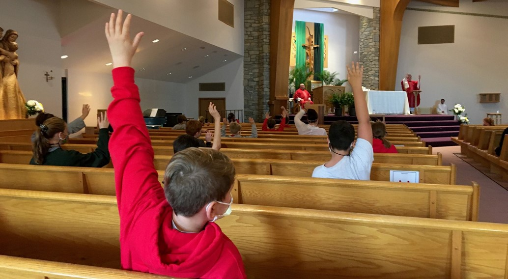 Students celebrate mass to start the school year