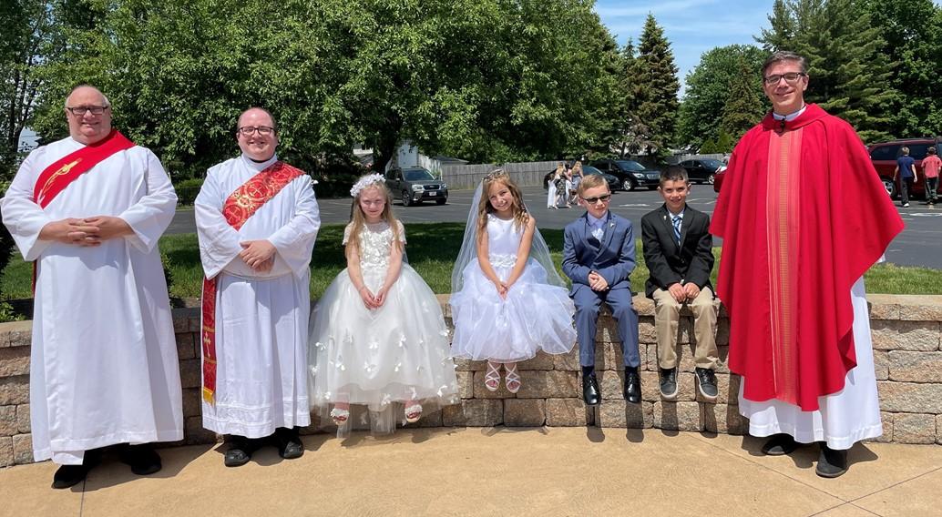 school children make their first communion